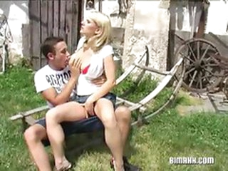 Open-air blonde pussy shacking up