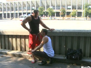 Dispirited bodybuilder allows his friend to make blowjob on the street