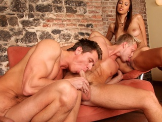 Yoke sexy guys and a sexy gal enjoying a worthwhile bisexual fuck !