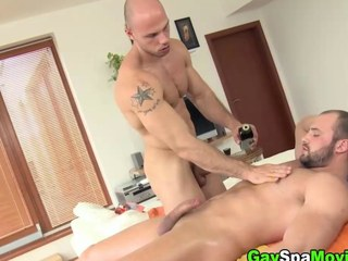 Turned submit to amateur sucks off his masseur